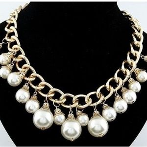 Jewelry - Fashion Gold and Pearl necklace